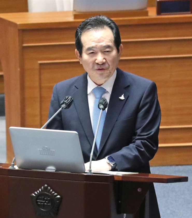 Prime Minister Chung Sye-kyun speaks during a parliamentary interpellation session, Wednesday. Yonhap