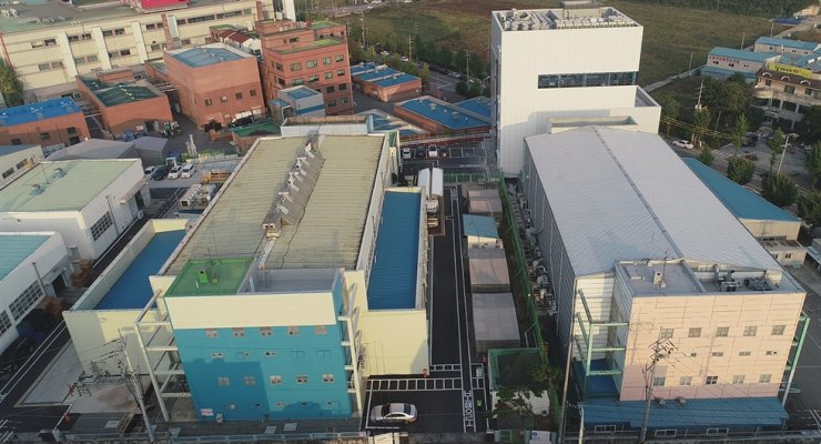 The tall white building in this photo is the Korea Advanced Technology Center in Pyeongtaek, Gyeonggi Province, where Merck's new R&D center is located. / Courtesy of Merck Korea