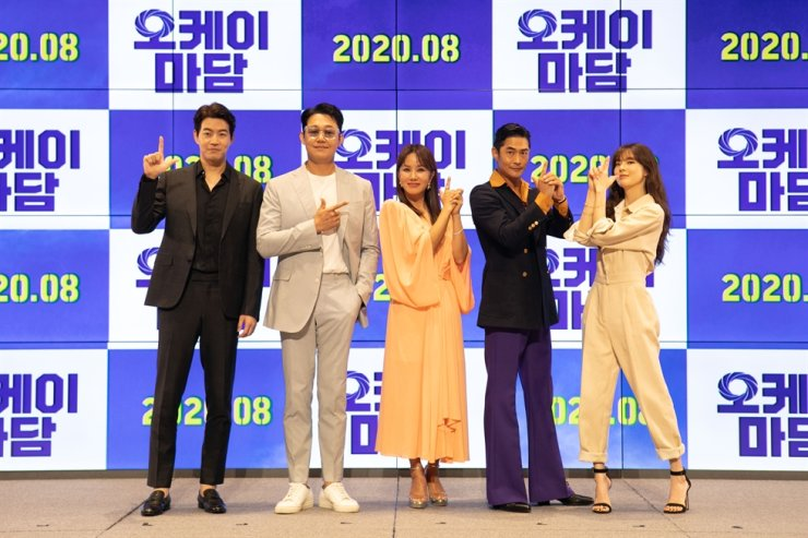 From left, actors Lee Sang-yun, Park Sung-woong, Uhm Jung-hwa, Bae Jung-nam and Lee Sun-bin pose at a press event held in Seoul, Monday. Courtesy of PlanIt