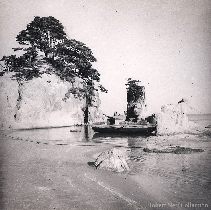 A Korean boat on the East Sea. Circa 1900s. Robert Neff Collection