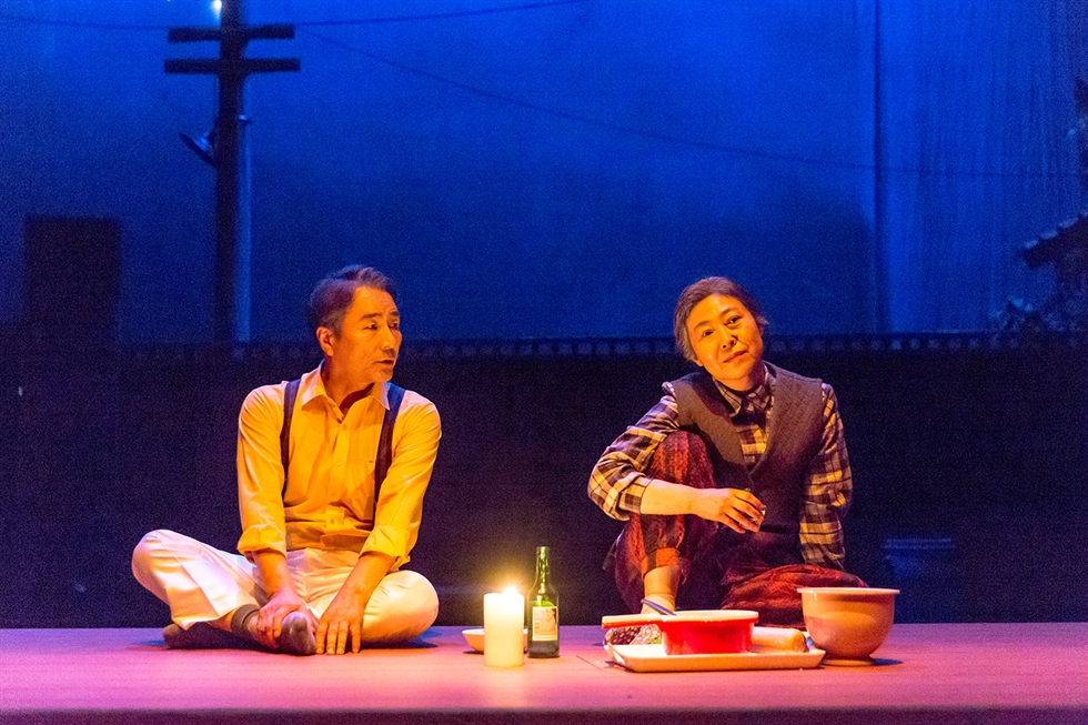 Cha Yoo-kyung, right, and Kim Myung-gon in a scene from the stage movie 'The Story of an Old Couple.' / Courtesy of Seoul Arts Center