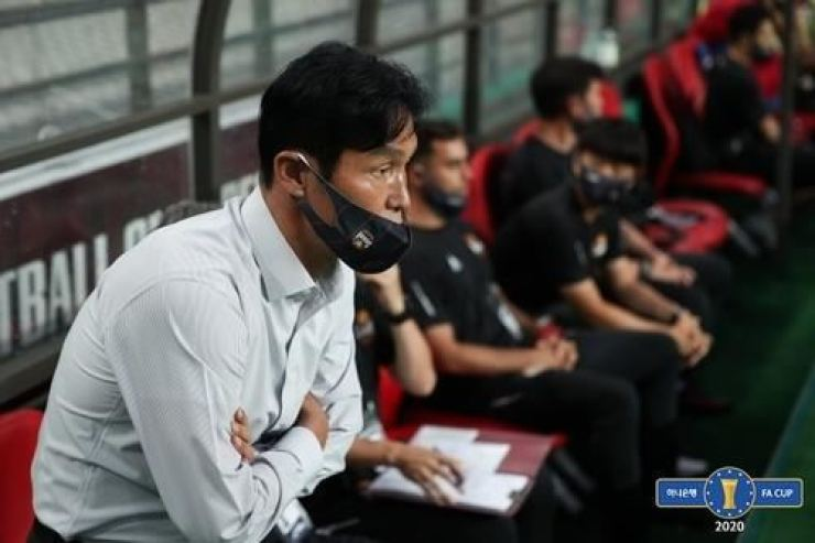 Former FC Seoul coach Choi Yong-soo watches the pitch during the K League FA game against Pohang Steelers at the Seoul World Cup Stadium, July 29. Seoul lost the game 1-5. / Courtesy of K League