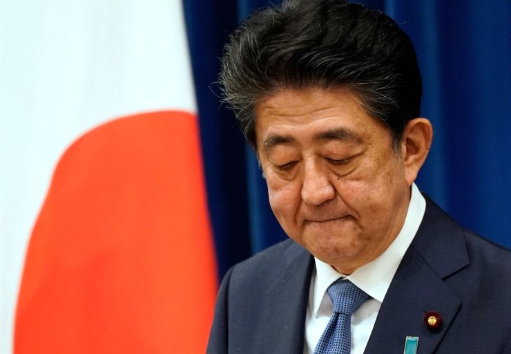 Japanese Prime Minister Shinzo Abe announces his resignation at his official residence in Tokyo Friday. AFP-Yonhap