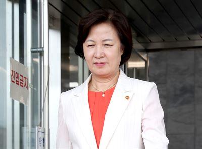 Prosecutor General Yoon Seok-youl arrives at work in Seoul, Monday/ Yonhap