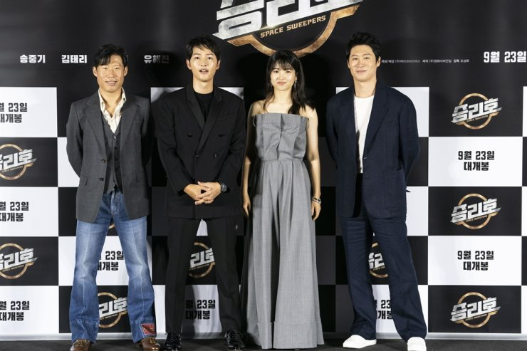 From left, actor Yoo Hai-jin, Song Joong-ki, Kim Tae-ri and Jin Sun-kyu pose at the press conference for the film 'Space Sweepers' in Seoul, Tuesday. / Courtesy of Merry Christmas