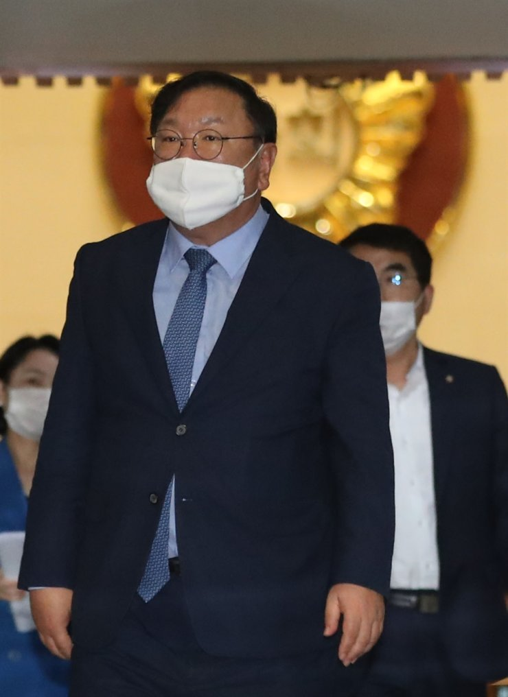 Democratic Party of Korea (DPK) floor leader Kim Tae-nyeon walks inside the National Assembly in Yeouido, Seoul, Thursday. Yonhap