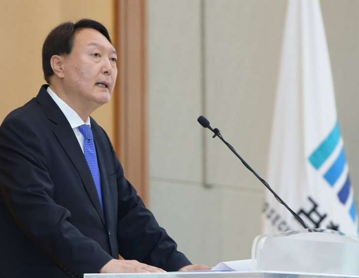 Prosecutor General Yoon Seok-youl addresses new prosecutors during a welcoming ceremony at the Supreme Prosecutors' Office in Seoul, Monday./ Yonhap