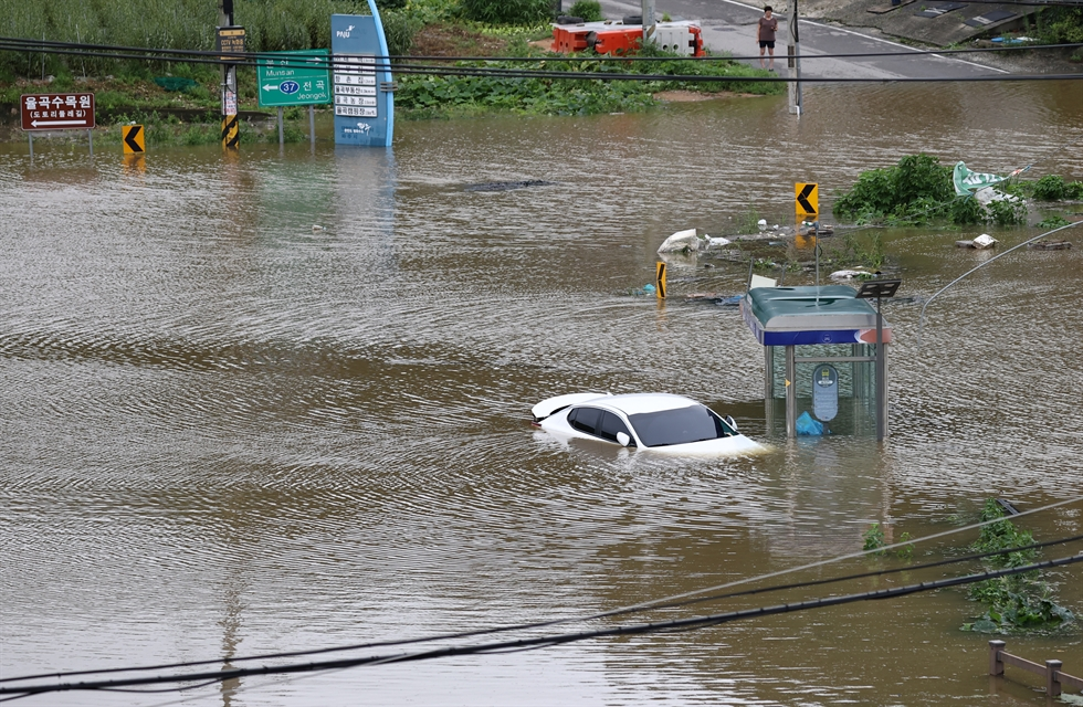 A bus is caught in floodwaters in Paju, Gyeonggi Province, Thursday. Yonhap