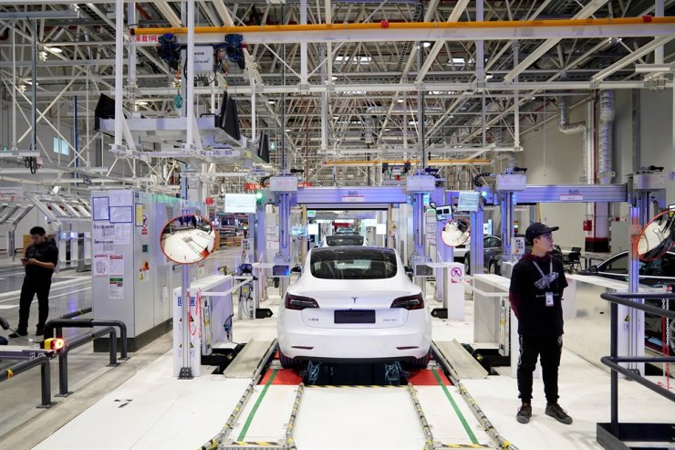 Tesla's China-made Model 3 vehicles are seen during a delivery event at its factory in Shanghai, China, Jan. 7, 2020. Reuters-Yonhap