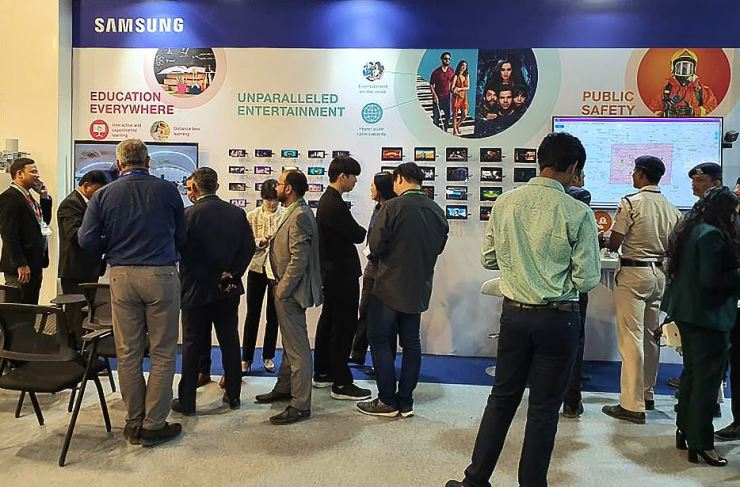 Visitors to the India Mobile Congress 2019 look around at the Samsung Electronics' booth in this Oct. 15, 2019 photo. / Courtesy of Samsung Electronics