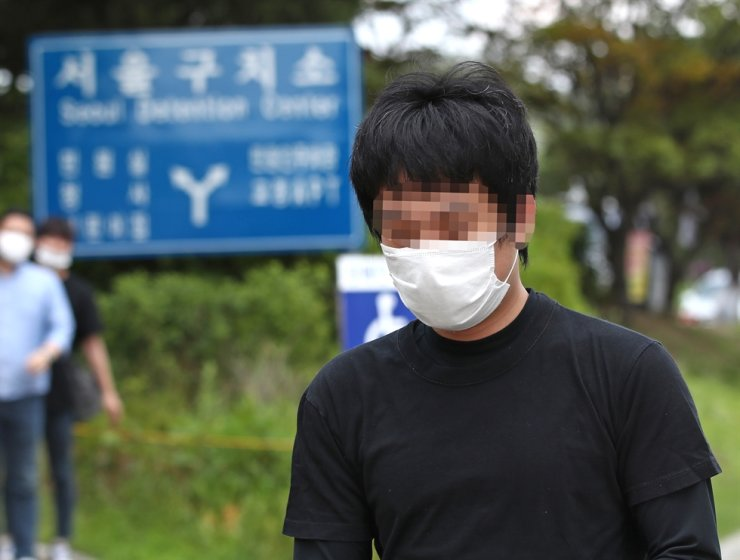 Son Jung-woo, who was convicted of running one of the world's biggest child porn sites, is released from Seoul Detention Center in Uiwang, Gyeonggi Province, July 6, after the Seoul High Court decided to reject his extradition to the United States.