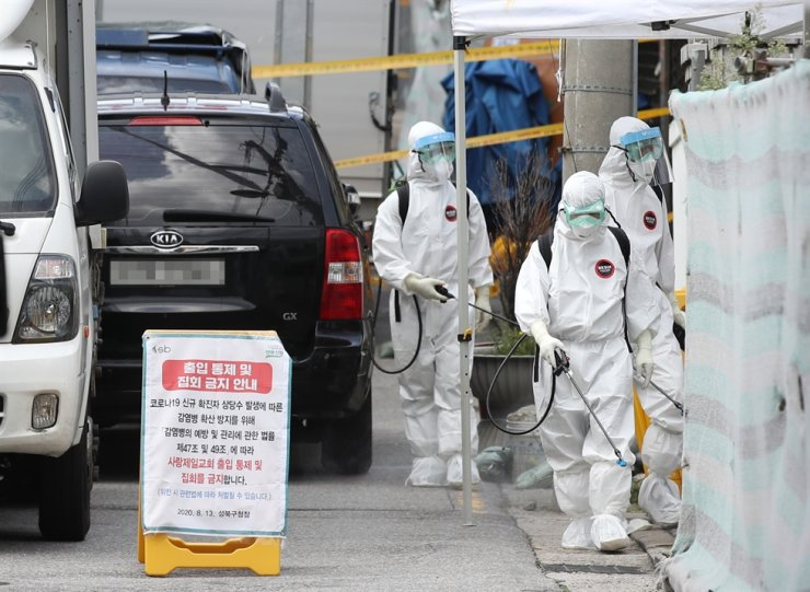 Quarantine officials carry out disinfection against the novel coronavirus around the Sarang Jeil Church building in Seongbuk-gu, northeastern Seoul, Sunday. Yonhap