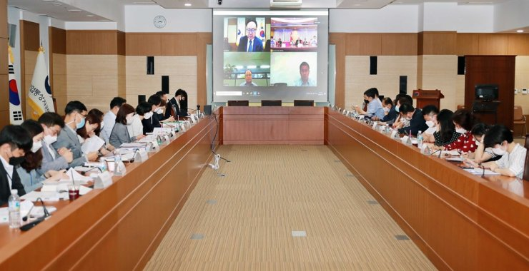 Trade representatives of Korea in talks with their Chinese counterparts during a video conference on updating two sides' free trade agreement at the Ministry of Trade, Industry and Energy (MOTIE) in Sejong. Courtesy of MOTIE