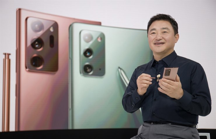Roh Tae-moon, president of mobile communications business at Samsung Electronics, unveils the new Samsung Galaxy Note20 ultra during the virtual Samsung Unpacked 2020, Wednesday. / Courtesy of Samsung Electronics