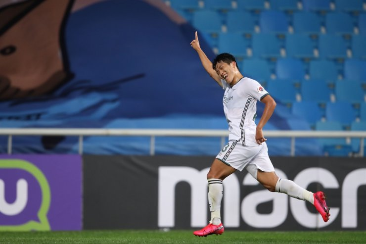 Seongnam FC's forward Na Sang-ho celebrates after scoring a goal against Incheon United during the K League 1 league match in Incheon, Aug. 9. / Courtesy of K League