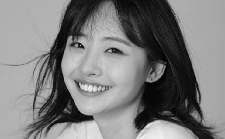 K-pop singer Som Hein. Captured from Som's Instagram