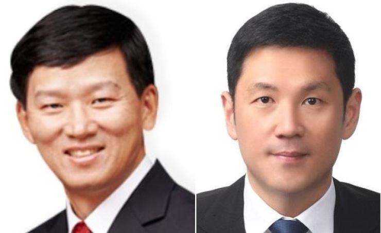 Korean Reinsurance Company CEO Won Jong-gyu, left, and JC Partners CEO Lee Jong-chul