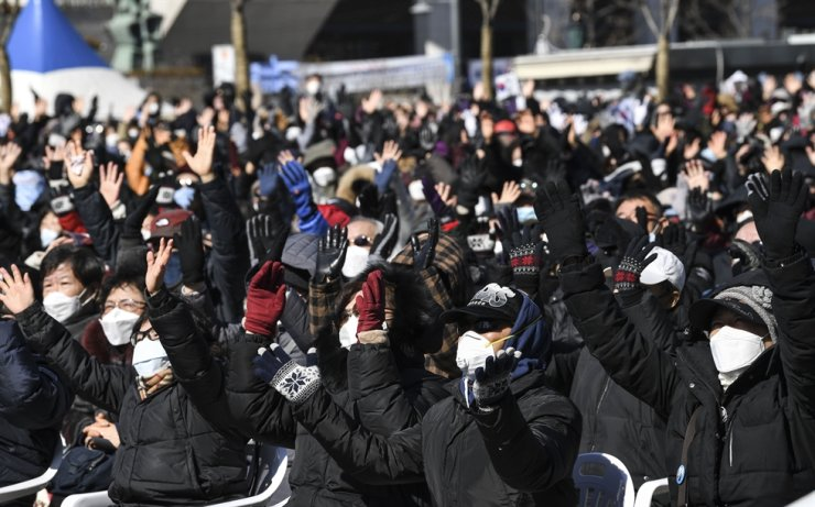 Protesters against the Moon Jae-in administration in February are gathered for a rally at Gwanghwamun Square in Seoul's Jongno-gu District, despite national concerns that public assemblies can trigger COVID-19's cluster infection. Korea Times file
