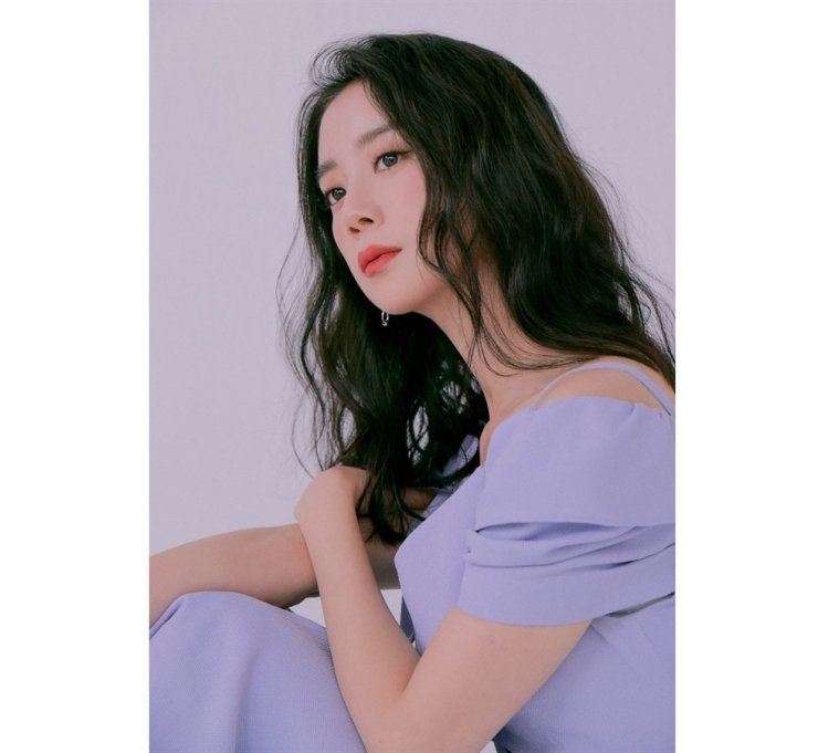 Singer Hyelim is releasing her first essay collection 'Just Keep Swimming.' Courtesy of rrr Entertainment