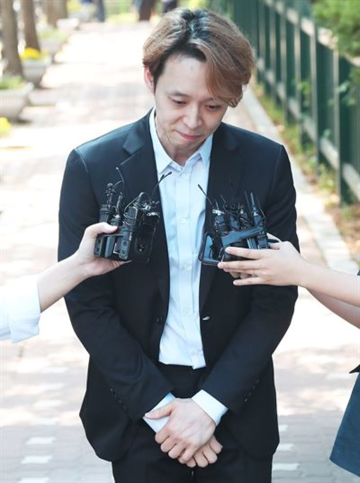 Park Yu-chun leaves Suwon Detention Center in Suwon's Paldal-gu District in Gyeonggi Province, July 2, 2019, after being sentenced 10 months in prison suspended for two years from the first trial for taking illegal drugs. Yonhap