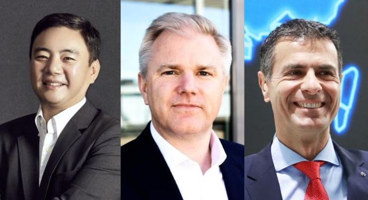From left are Mercedes-Benz Korea interim CEO Kim Jee-seop, Mercedes-Benz Sweden and Denmark President Bjorn Hauber and former Mercedes-Benz Korea CEO Dimitris Psillakis. Courtesy of Mercedes-Benz Korea