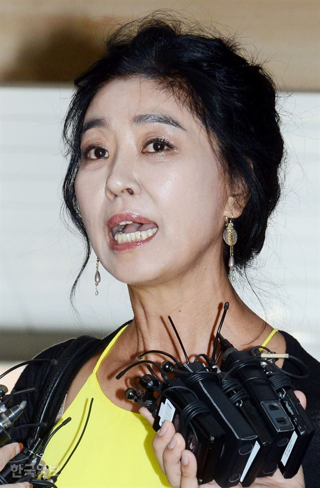 Novelist Gong Ji-young appears at the Press Center in central Seoul for her book 'Harry' in this July 2018 file photo. / Korea Times file