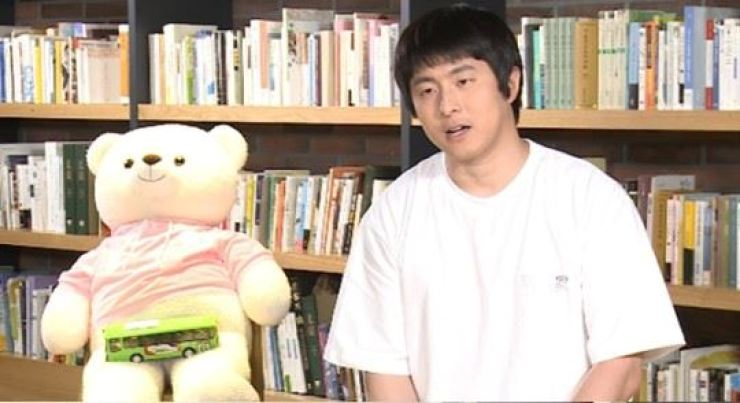 Kim Hee-min, or Kian 84, star webcomic artist and a host of MBC's popular reality TV show 'I Live Alone,' appears on the show in this undated photo. Courtesy of MBC