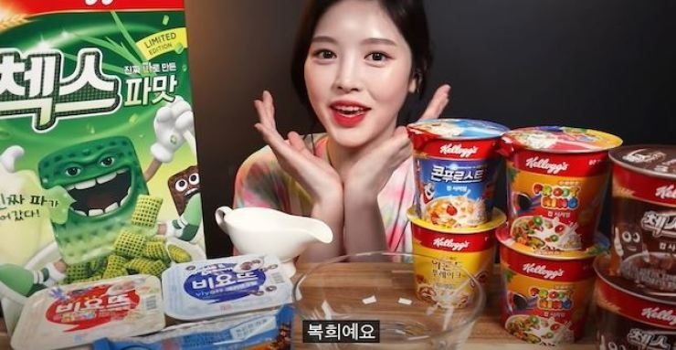 Famous mukbang YouTubers including Moon Bo-ki have come under fire for hiding paid advertisements. / Korea Times File