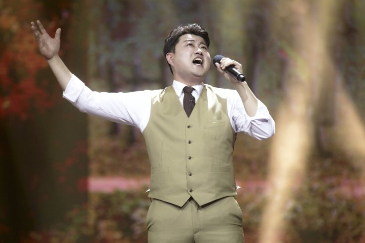 Singer Kim Ho-joong performs during TV Chosun's audition show 'Mr. Trot.' / Courtesy of TV Chosun