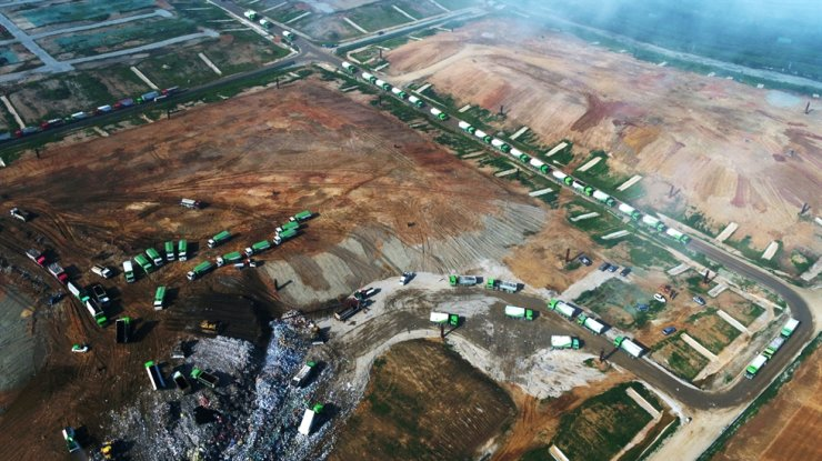 Trucks are waiting to dump waste on Sudokwon Landfill Site in Incheon in this undated photo. / Courtesy of Sudokwon Landfill Site Management Corp.