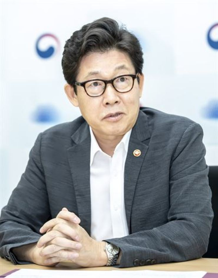Environment Minister Cho Myung-rae speaks during an interview with The Korea Times at the Greenhouse Gas Inventory and Research Center in Seoul, Sept. 2. / Courtesy of Ministry of Environment