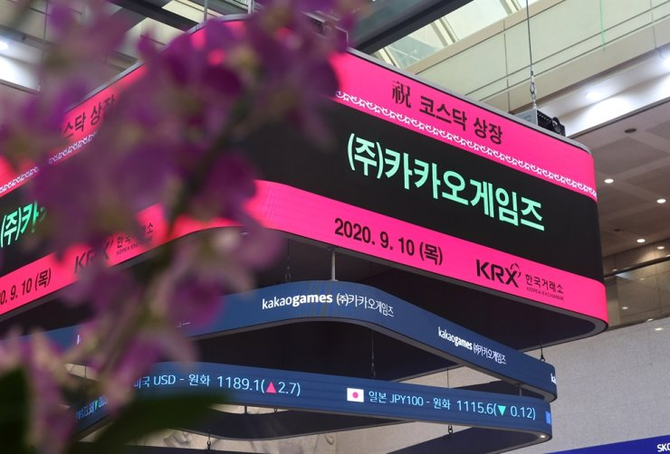 A sign in Korea Exchange's building in Seoul shows the name of Kakao Games, Thursday. The game developing unit of Korean mobile company Kakao made a strong market debut that day. Yonhap