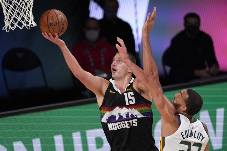 Denver Nuggets' Nikola Jokic, left, goes up for a shot as Utah Jazz's Rudy Gobert defends during the second half an NBA first round playoff basketball game in Lake Buena Vista, Fla., Tuesday. / AP-Yonhap