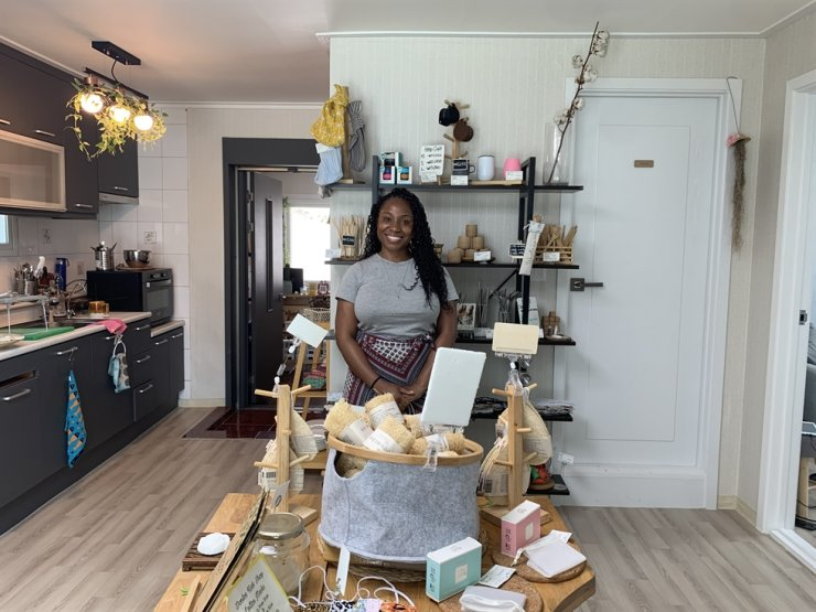 Kychele Boone gives a tour of her zero-waste store Wasteupso. / Courtesy of Kyung Lee