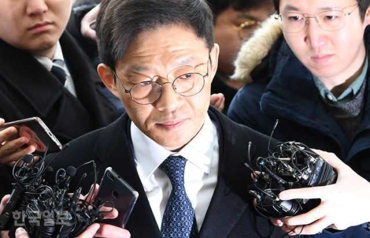 Ahn Tae-geun, a former bureau director at the Ministry of Justice, appears in the Seoul Eastern District Prosecutor's Office to attend a trial in this Feb. 6, 2018. Korea Times file