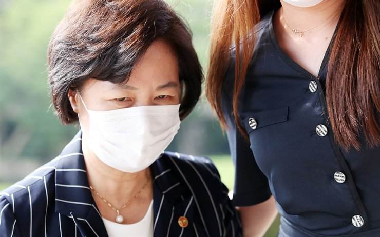 Justice Minister Choo Mi-ae arrives at the ministry's headquarters at Government Complex Gwacheon in Gyeonggi Province, Sept. 11. Yonhap