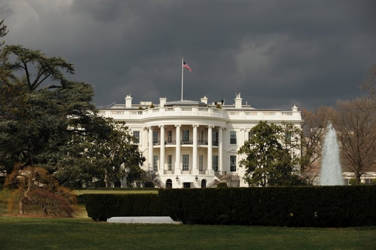 A general view of the South Portico and South Lawn of the White House in Washington DC, March 16, 2011. According to media reports, a letter intercepted in screening at an offsite processing facility for the White House tested positive for the poison ricin, police said Saturday. EPA