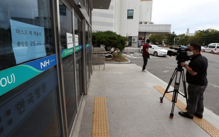 The entrance of a funeral hall in Suncheon, South Jeolla Province, is locked, Tuesday, after a COVID-19 patient who lives in Busan visited there. / Yonhap