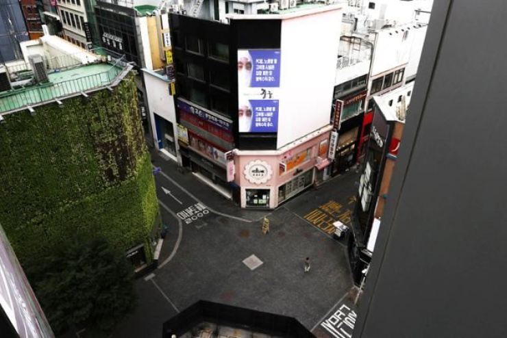 Streets in Myeongdong, a popular tourist area in Seoul, are empty amid the COVID-19 pandemic, Aug. 26. Korea Times file