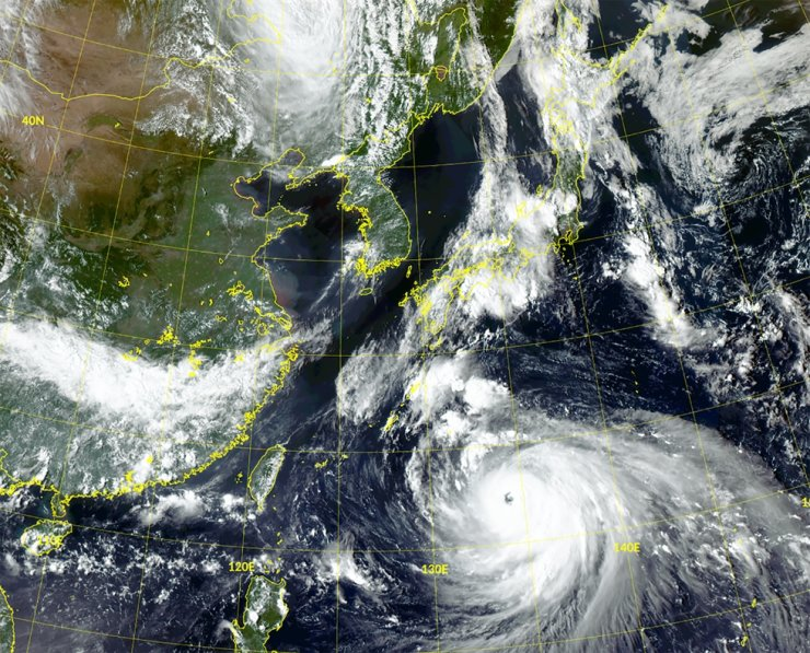 Typhoon Haishen is moving north from seas south of Japan, Sept. 4, in this satellite image from Cheollian 2A operated by the Korea Meteorological Administration. The typhoon is expected to hit Korea, Sept. 7. Yonhap