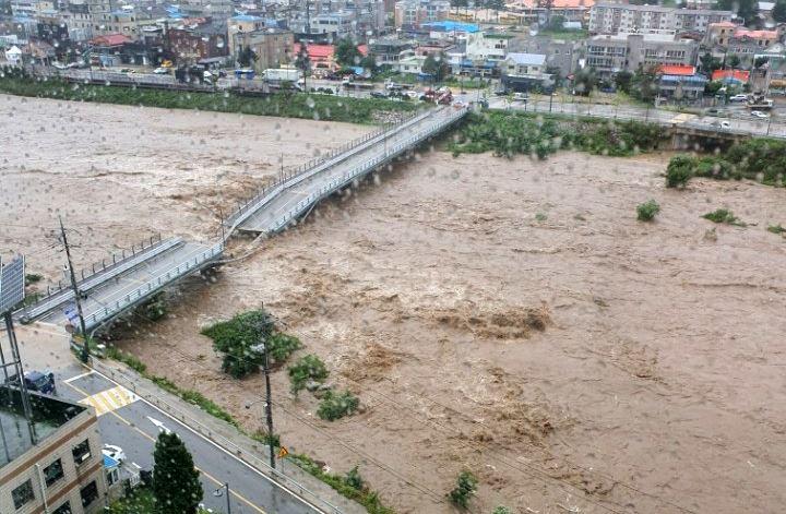 Typhoon Maysak on Sept. 3 sunk the vicinity of Imwon Port in Samcheok, Gangwon Province. Yonhap