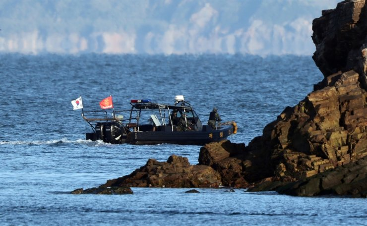 Members of South Korean Marine Corps patrol the country's inter-Korean border region on western waters near Yeonpyeong-do Island of Incheon, Sunday. Yonhap