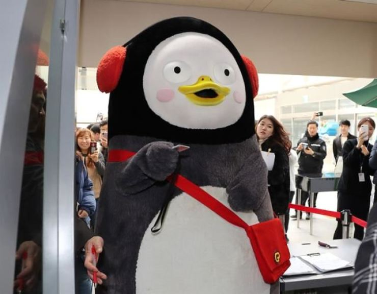 Pengsoo, the penguin mascot of EBS. An opposition lawmaker planned to call in the character for the National Assembly's audit into the broadcaster but faced criticism for trying to gain publicity by summoning a figure irrelevant to the policies the Assembly will review. / Korea Times file