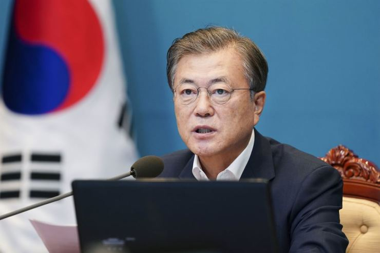 President Moon Jae-in speaks during a meeting with his senior secretaries at Cheong Wa Dae in Seoul, Monday. / Yonhap