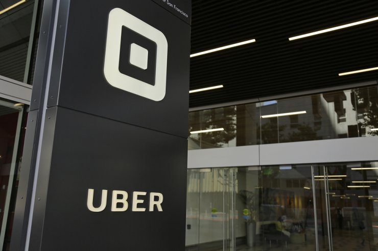 This June 21, 2017, file photo shows the building that houses the headquarters of Uber, in San Francisco. Uber can keep operating in London after the ride-hailing company won a court appeal on Monday Sept. 28, against the refusal by transit regulators to renew its license. AP-Yonhap