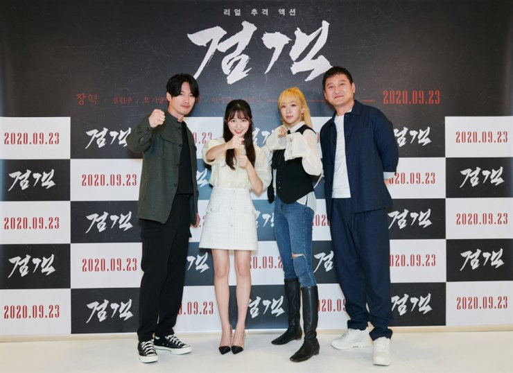 From left, actors Jang Hyuk, Kim Hyeon-soo, Lee Na-kyung and Jeong Man-sik pose during an online press event for the film 'The Swordsman' in Seoul, Thursday. / Courtesy of Opus Pictures