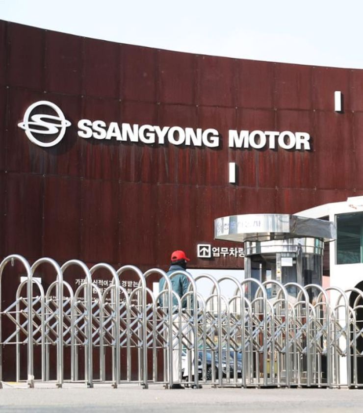 Main entrance gate of SsangYong Motor at its plant in Pyeongtaek, Gyeonggi Province, is seen in this file photo. Korea Times file