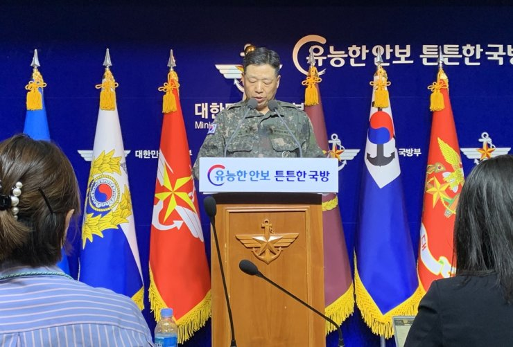 Army Lt. Gen. Ahn Young-ho of the Joint Chiefs of Staff holds a press conference at the defense ministry in Seoul, Thursday, over an incident of North Korea shooting a missing South Korean official and burning his body earlier this week. / Yonhap