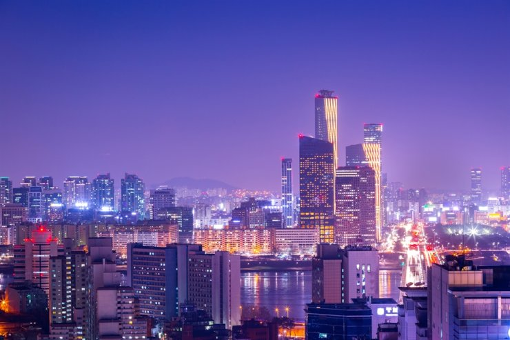 A night view of Yeouido, Seoul's financial center / gettyimagesbank