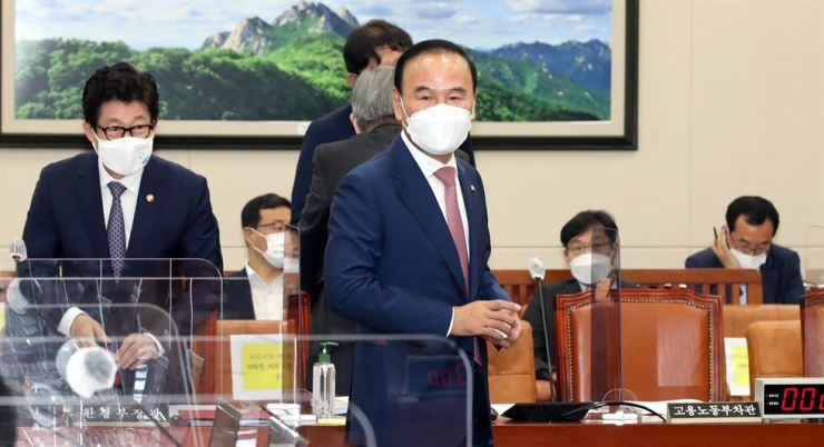 Rep. Park Duk-hyum of the main opposition People Power Party attends an Environment and Labor Committee meeting at the National Assembly in Seoul, Sept. 15. / Yonhap